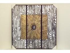 T40025B Wanddecoratie. Gouden vierkant op zilveren achtergrond met agaat steen als middelpunt. 90 x 90 cm.