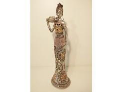 P1035138 Poly African Star Silver. Afrikaanse dame met schaal met fruit. Hoogte : 38 cm.