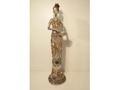 P1035139 Poly African Star Silver. Afrikaanse dame met schaal. Hoogte : 55 cm.