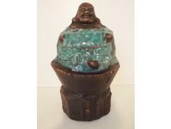 A1039003 Aardewerk antiek look. Boeddha op goud. Groen. Hoogte : 17 cm. 40 % korting ! Per 2 stuks verpakt. Prijs is per 2 stuks.