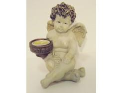 P1035738 Poly. Zittend engeltje met waxinelichtje. Hoogte 17 cm.