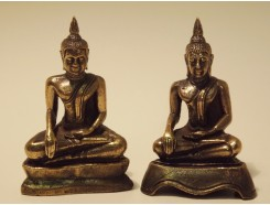 5582001 Brons. Bronzen Thai boeddha (assorti) 4,5 cm. hoog.