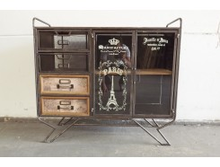 18PJ0256R Meubel. Vintage-look metalen kastje op metalen pootjes met 4 lades en 2 deurtjes met glas. 98 x 36 x 89 cm.