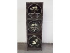 18PJ0253 Meubel. Metalen vintage-look staand zwart metalen ladenkastje met 3deurtjes. 43 x 37 x 133 cm.