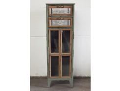 """18PJ0208 Meubel. Groen metalen vintage-look staande kast met deurtje met glas en 2 lades. """"Marché aux fleurs Paris"""". 44 x 35 x 135 cm."""