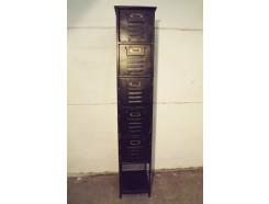 """19PJ0282 Meubel. Zwart metalen """"patina/vintagelook"""" archiefkastje met 5 lades en 1 plankje. HxBxD 161x31x33 cm."""
