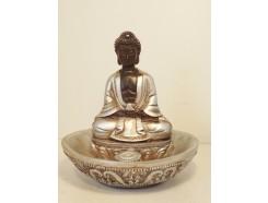 P1035290 Poly. Wierookbrander met zittende boeddha. Zwart-zilver. Hoogte : 10 cm.