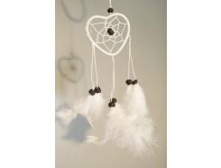 8530091 Dreamcatcher. Witte hartvormige mini dreamcatcher. Diameter +/- 6 cm. Per 12 stuks verpakt. Prijs is per 12 stuks.
