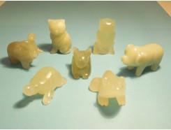 4107000L Edelsteen. Set van 7 jade beestjes +/- 4 cm. Poes, schildpad, varken, uil, kikker, olifant en haas.