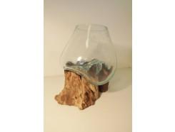 H2030302 Balinees teakhouten boomstronk met individueel geblazen glazen vaas. +/- 20-30 cm.