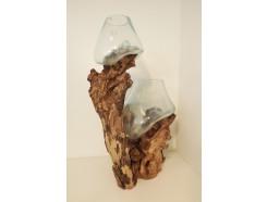H2030306 Balinees teakhouten boomstronk met 2 individueel geblazen glazen vazen. +/- 40-50-60 cm.