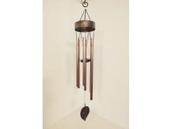 8462045 Gong. Koperlook windgong met boomblad als klepel met kraaltje, 6 pijpen. Lengte : 97 cm.