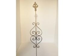 M5825110 Metalen steker met ornamenten large. Hoogte : 180 cm. Per 12 stuks verpakt. Prijs is per 12 stuks.