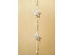 M51093 Metal decoration hanging. 2 grote witte sterren en 9 kleine witte en transpartante sterren. 105 cm. Per 6 stuks verpakt. Prijs is per 6 stuks.