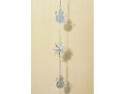 M50803 Metal decoration hanging. 5 zilveren sneeuwpoppen en 3 dubbele sterren. 120 cm. Per 6 stuks verpakt. Prijs is per 6 stuks.