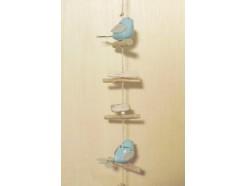 M51288 Metal decoration hanging. 2 lichtblauwe porseleinen vogeltjes op houten stokjes. 89 cm. Per 4 stuks verpakt. € 5,50 per stuk.