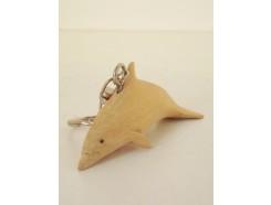 H2030035 Hout sleutelhanger dolfijn. Lengte 9 cm. Per 12 stuks verpakt. Prijs is per 12 stuks.