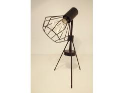 L193866 Led lamp. Buromodel led-lamp zwart 3-poot. 36 cm hoog, 25 cm. breed. Op 3 AAA batterijen (niet meegeleverd).