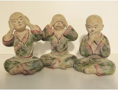 P1035750ABC Poly. Marble wood monks see-hear-speak no evil. Height : 15 cm. Set/3.
