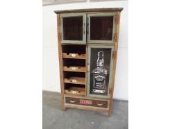 """H17PJ1209R Meubel. Houten vintage-look kast. 3 deurtjes met glas, """"Jack Daniels"""" afbeelding, 1 lade en 4 vakjes. LxBxH : 65x35x120 cm."""