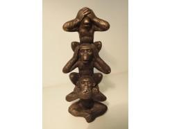 P1035659 Poly. Monkeys tower horen-zien-zwijgen goud-bruin. Hoogte : 20 cm.