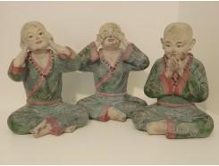 P1035756 Poly. Kindmonnik horen-zien-zwijgen marble wood. Hoogte 28 cm. Set van 3.