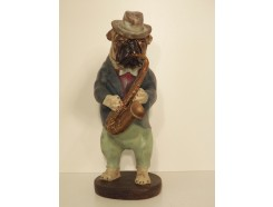 P1035766 Poly. Bulldog playing saxophone. Height : 40 cm.