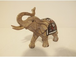 P1035711 Poly. Elephant marble wood small. Hoogte : 12 cm.