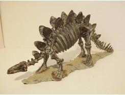 P1035715 Poly. Dinosaur skeleton. L x H : 50 x 20 cm.