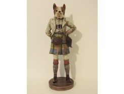 P1035767 Poly. Schotse bulldog met quilt. Hoogte : 48 cm.