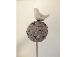 M5871175 Metal stick porcelain bird on flower-ball. Height : 104 cm. Per 4 stuks verpakt. Prijs is per 4 stuks.
