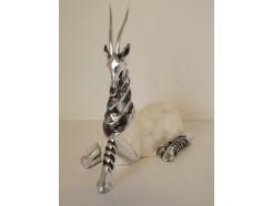 P1035360 Poly. Antilope liggend parelmoer 24 cm.