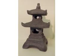 G1037110 Garden pagode lengte 29 cm., breedte 29 cm. en hoogte 51 cm. gedetailleerd gegoten.