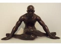 P1035703 Poly. Sitting man yogastyle black LxBxH : 82x41x46 cm.