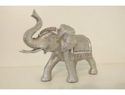 P1035696 Poly. Zilveren olifant met dekkleden, slurf omhoog. LxH : 28x21 cm.