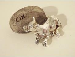 ST1036013 Stone Zodiac Ox. 6 x 6 cm. Per 4 stuks verpakt. Prijs is per 4 stuks.