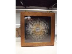 T24182 tableau golden sun metal spikes. Brown frame 90 x 90 cm.