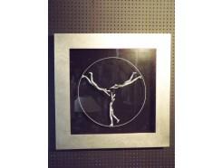 T23156 tableau drie dansers in cirkel in zilveren lijst 80 x 80 cm.