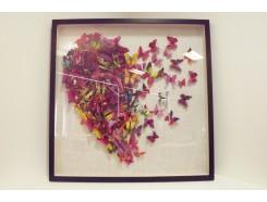 T55334A Wanddecoratie. Fel gekleurde vlinders in hartvorm achter glas in zwarte lijst. 90 x 90 cm.