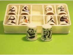 vingerhoed4. Vingerhoed set van 10 porselein vingerhoeden met panda's +/- 2,5 cm. hoog.