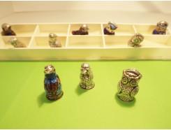 vingerhoed3. Vingerhoed set van 10 metalen vingerhoeden van dieren +/- 3 cm. hoog.