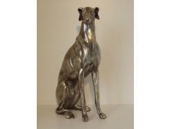 P1035633 Poly. Zittende hond large zilver. Hoogte : 53 cm.