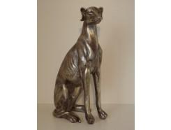 P1035634 Poly. Zittende hond zilver. Hoogte : 40 cm.