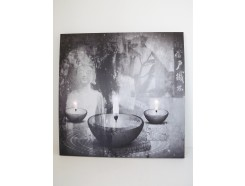 9430101 schilderij met led-licht Kwan Yin met chinese tekens. 60 x 60 cm. 40 % korting.