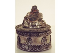 P1034002 Poly. Buddha-box. Black-silver. Height : 6 cm. . Packed per 3. Price is per 3 pieces.